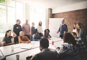 四个行之有效的策略来寻找和留住高素质的教育工作者